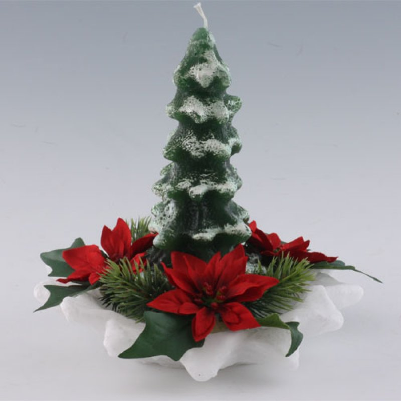 weihnachtsbaum mit schnee auf sternteller kerzen zum. Black Bedroom Furniture Sets. Home Design Ideas